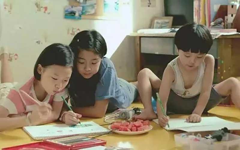 想让孩子愿意写作文,最简单的方法就是玩命夸