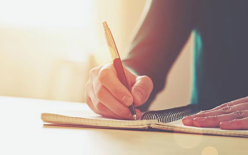 写作文,行文中要多次扣题,要一路扣题一路歌,思想要健康。